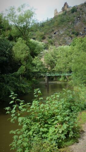 Alte Brücke und Burg Are