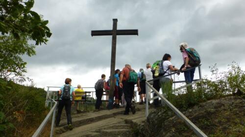 Schwarzes Kreuz mit Gruppe