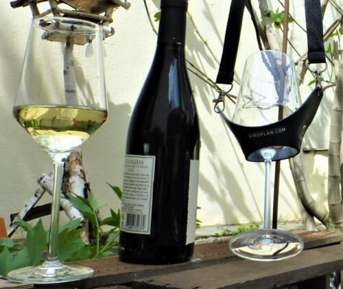Weinglas mit Umhänger